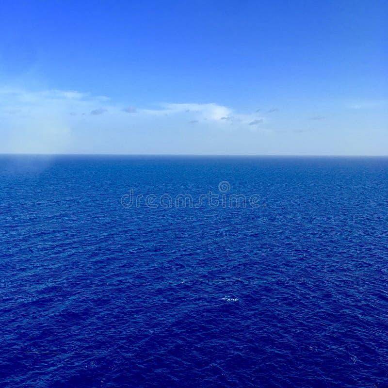 Вид на море от туристического судна стоковые фотографии rf