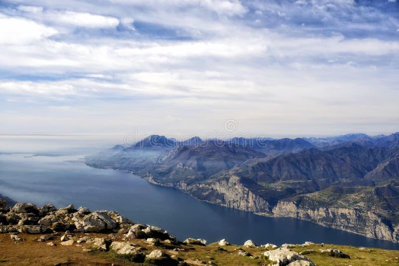Вид на озеро горы Gorgeus стоковые фотографии rf