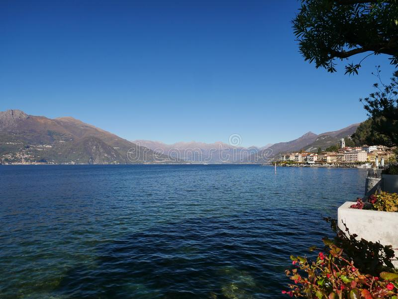Вид на озеро Комо в Италии стоковые изображения rf