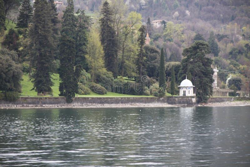 Вид на озеро утра стоковая фотография rf