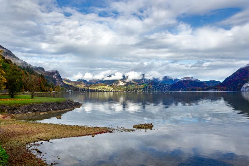 Вид на озеро Wolfgangsee, Sankt Gilgen, Австрия стоковая фотография