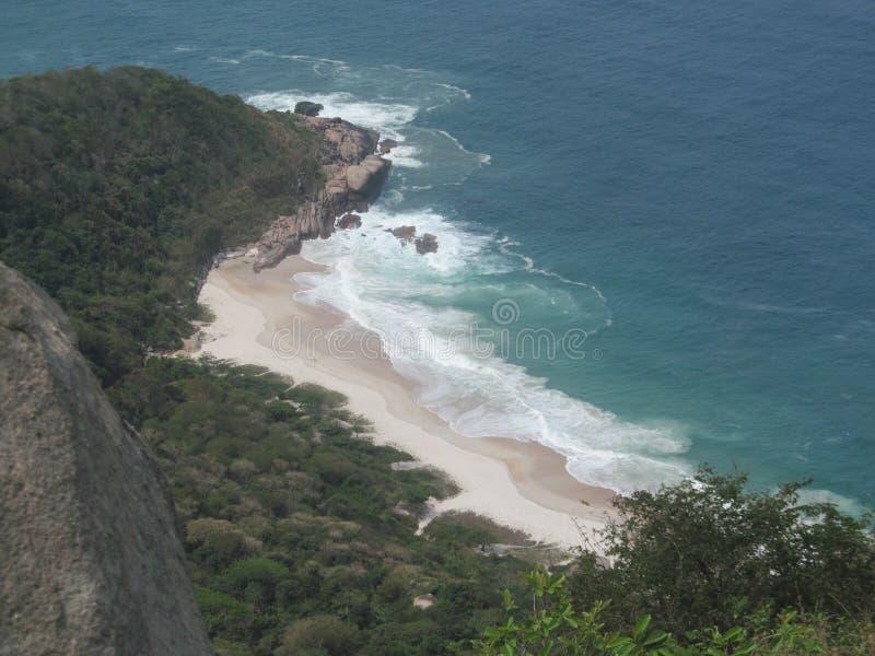 Вид на океан от горы стоковые фото