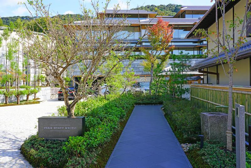 Вид отеля Park Hyatt Киотский в Киото, Япония стоковые фотографии rf