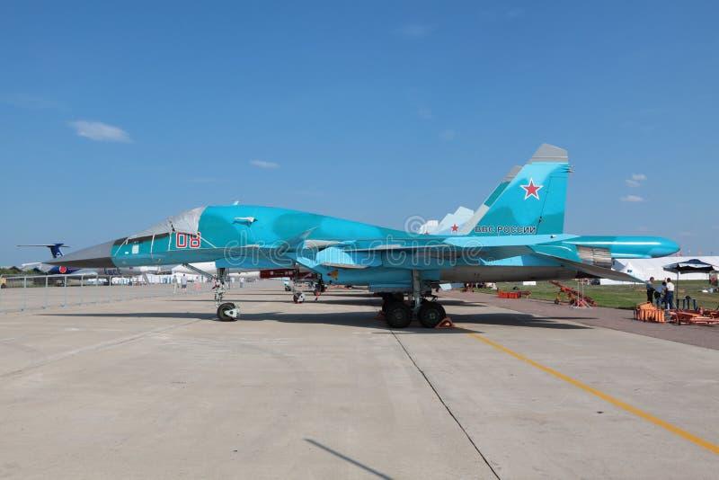вид сбокуый sukhoi 34 su стоковое изображение rf
