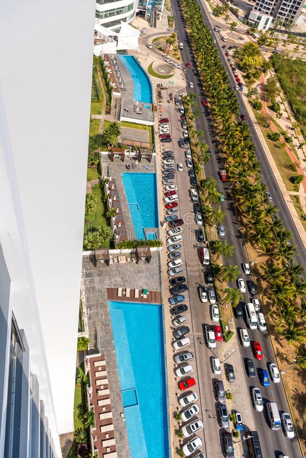 Вид сверху бассейнов на крыше здания. Канкун стоковые изображения