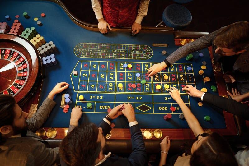 Форумы людей играющих в казино видео из рулетки с девушками смотреть онлайн