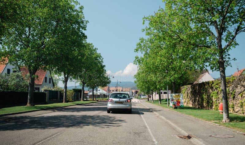Вид сзади автомобиля серебра поло VW стоковое фото