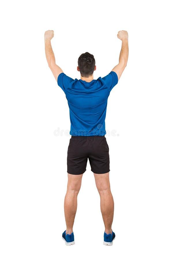 Вид сзади полнометражный спортсмена молодого человека с поднятыми руками, празднующ победу Собственная личность преодолевает конц стоковые фотографии rf