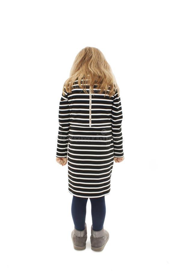 Вид сзади современной маленькой девочки, положение стоковое фото rf