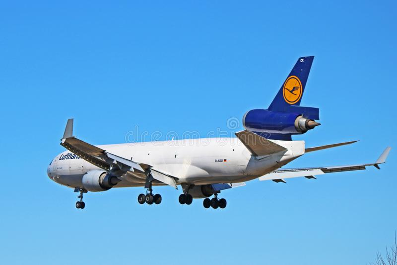 Вид сзади фрахтовщика McDonnell Douglas MD-11 груза Люфтганза стоковое изображение rf