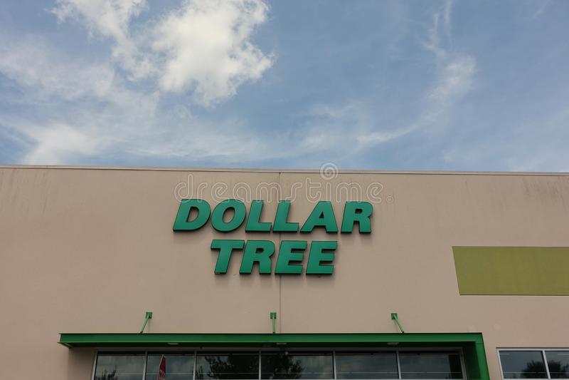 Вид спереди магазина дерева доллара стоковая фотография