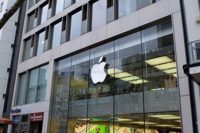 Вид спереди магазина Яблока во Франкфурте стоковые фотографии rf