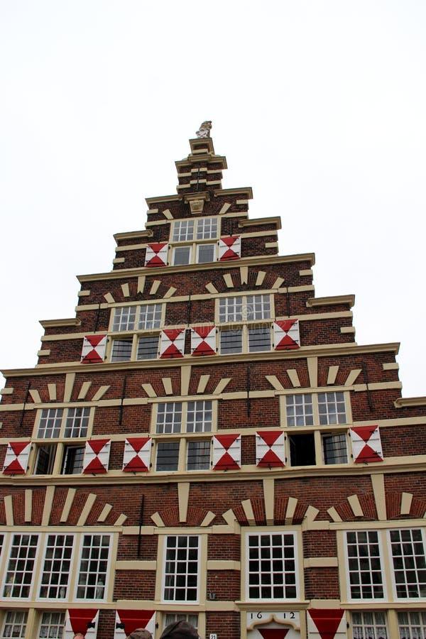 Вид спереди на особенном историческом фасаде дома на юге Голландии Нидерланд Лейдена стоковая фотография rf