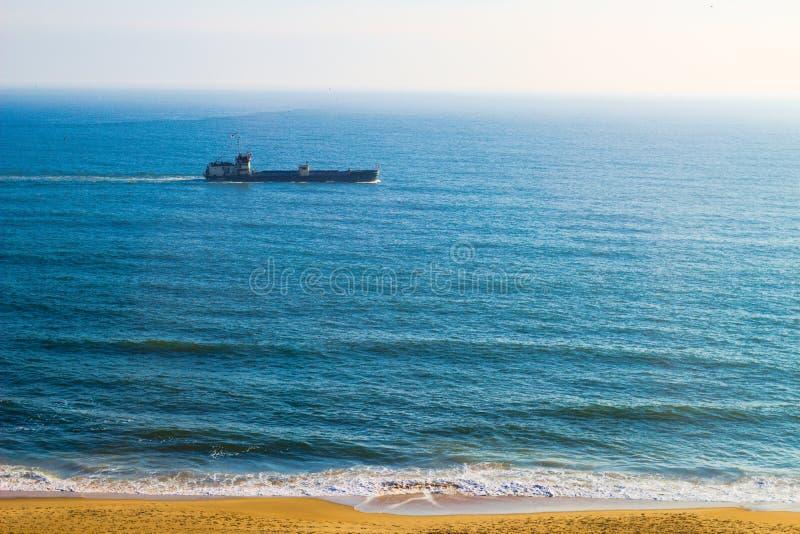 Вид спереди океана от пляжа VA стоковое изображение
