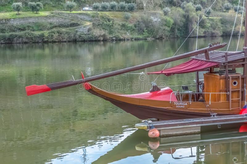 Вид спереди шлюпок рекреационного и отдыха для туризма на реке Дуэро стоковая фотография