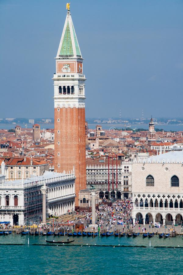 Вид с воздуха аркады Сан Marco с колокольней и дворцом дожа Италия venice стоковое изображение