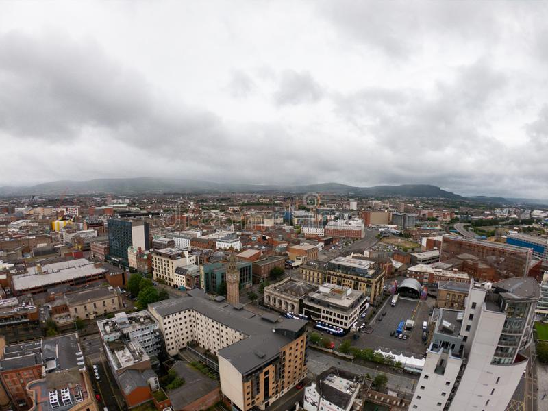 Вид с воздуха Белфаста, Северной Ирландии архитектуры и зданий Взгляд на городе сверху стоковая фотография