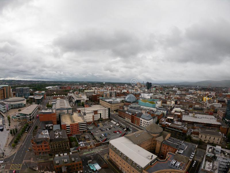 Вид с воздуха Белфаста, Северной Ирландии архитектуры и зданий Взгляд на городе сверху стоковое изображение