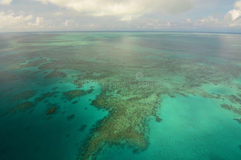 Вид с воздуха большего барьерного рифа Port Douglas Квинсленд australites стоковое фото rf