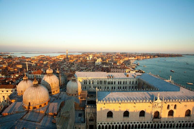 Вид с воздуха Венеции на зоре, Италия стоковая фотография rf