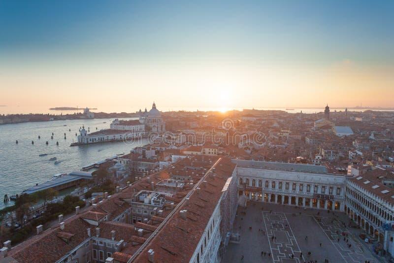 Вид с воздуха Венеции на зоре, Италия стоковое изображение