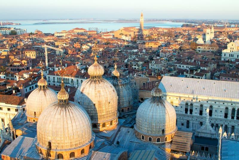 Вид с воздуха Венеции на зоре, Италия стоковое фото rf