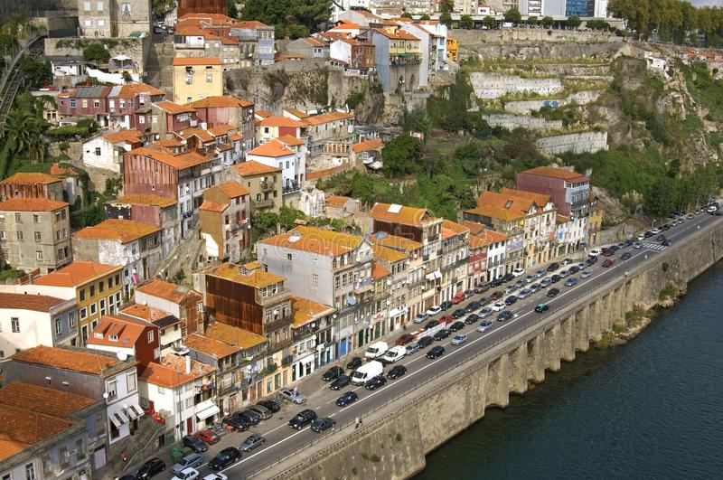 Вид с воздуха города Порту с рекой и затором движения стоковое изображение