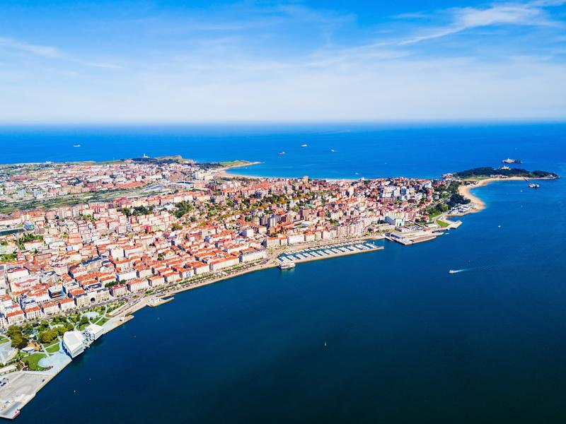 Вид с воздуха города Сантандера, Испания стоковое изображение