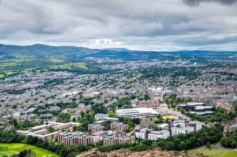 Вид с воздуха города Эдинбурга, Шотландии, Великобритании стоковая фотография rf