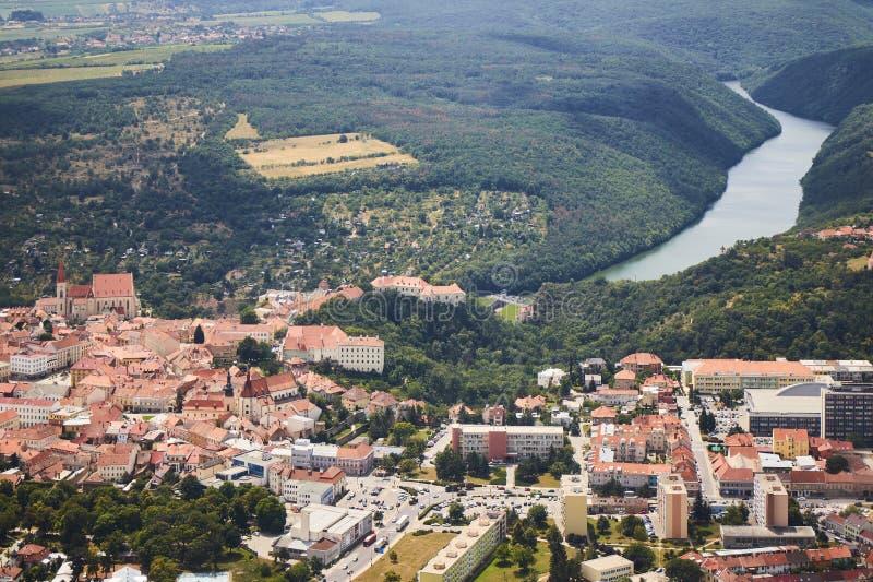 Вид с воздуха города Znojmo в южной Моравии, чехии стоковые изображения rf