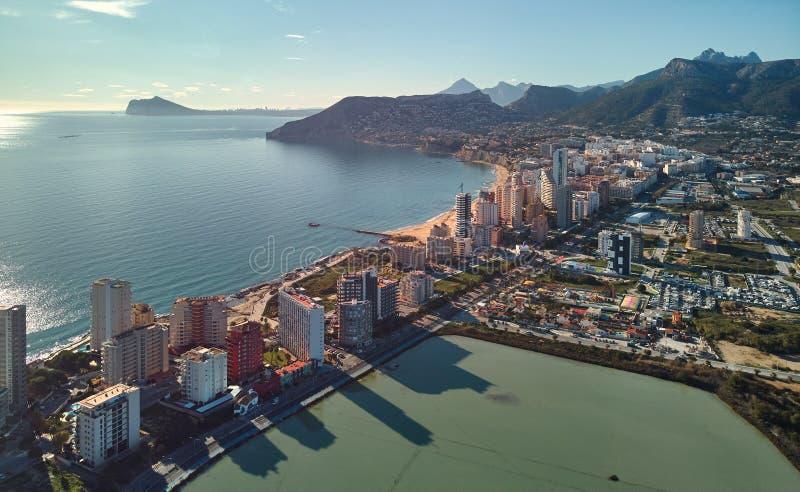 Вид с воздуха городского пейзажа Calpe панорамный, Испания стоковые изображения