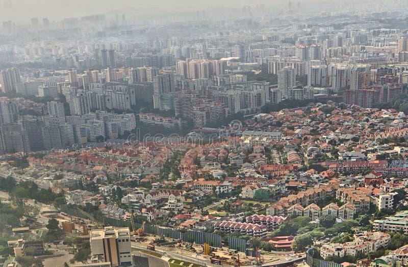 Вид с воздуха городского Сингапура перед приземляться на международный аэропорт Changi стоковые изображения rf