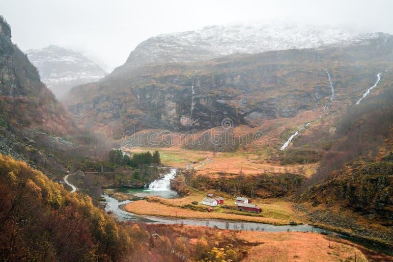 Вид с воздуха долины горы и деревни Flam стоковая фотография rf