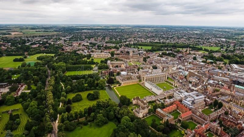 Вид с воздуха Кембриджского университета стоковые фото