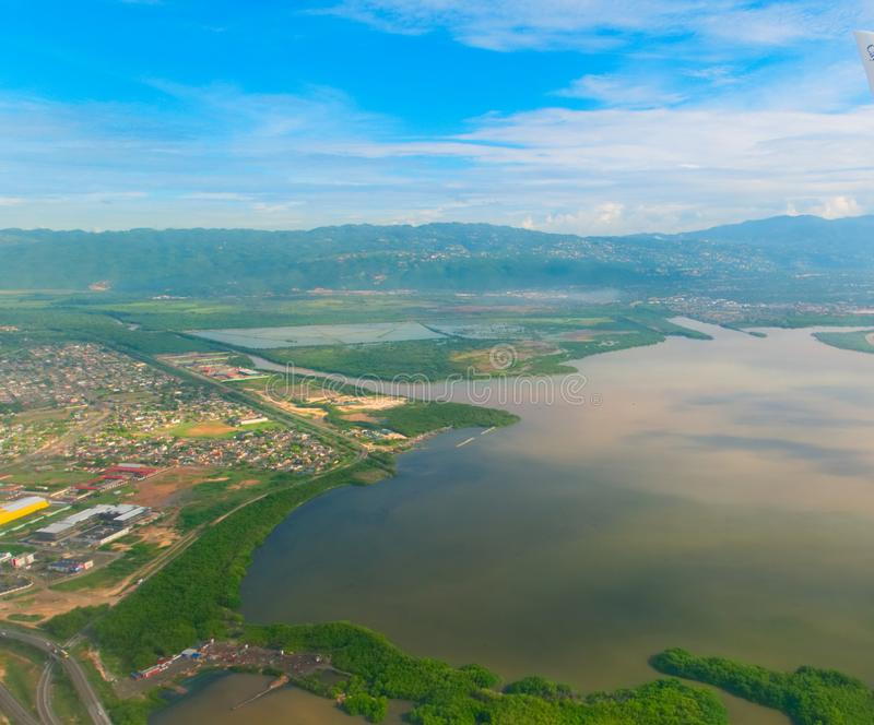 Вид с воздуха Кингстона Ямайки стоковые изображения rf