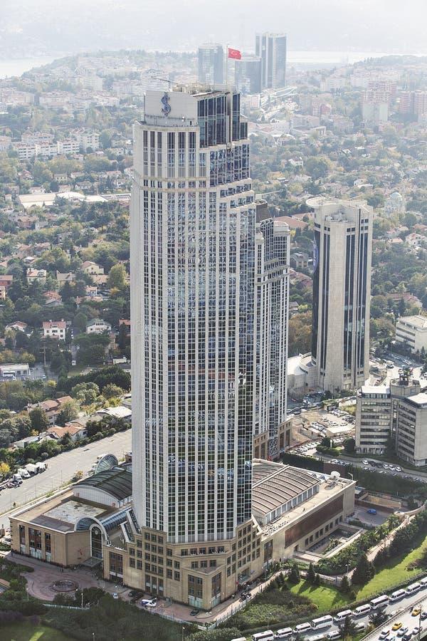 Вид с воздуха коммерческого банка Isbank штабов Турции в Levent на европейской стороне Стамбула, Турции стоковые изображения rf