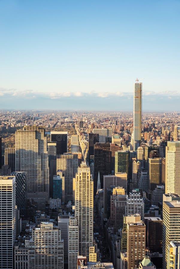 Вид с воздуха к центру города Манхаттану и Central Park NYC стоковая фотография rf