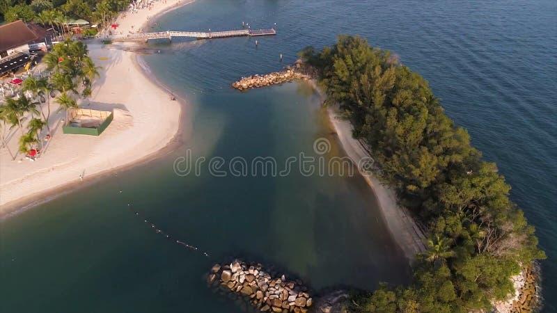 Вид с воздуха лагуны с голубой, лазурной водой в середине небольших островов и утесами съемка Пляж, тропический остров, море стоковые фото