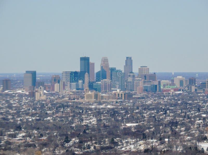 Вид с воздуха Миннеаполиса который крупный город в Минесоте в Соединенных Штатах, тот формирует ` города-побратимов ` с соседским стоковая фотография rf