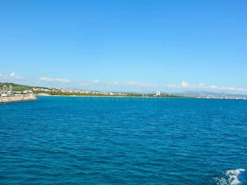 Вид с воздуха моря поверхностный Предпосылка снятая ясной поверхности морской воды Голубая морская вода в затишье Текстура моря В стоковое изображение