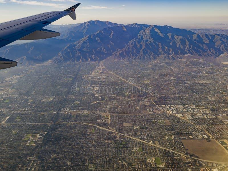 Вид с воздуха нагорья, взгляд Claremont от сиденья у окна в воздухе стоковые изображения