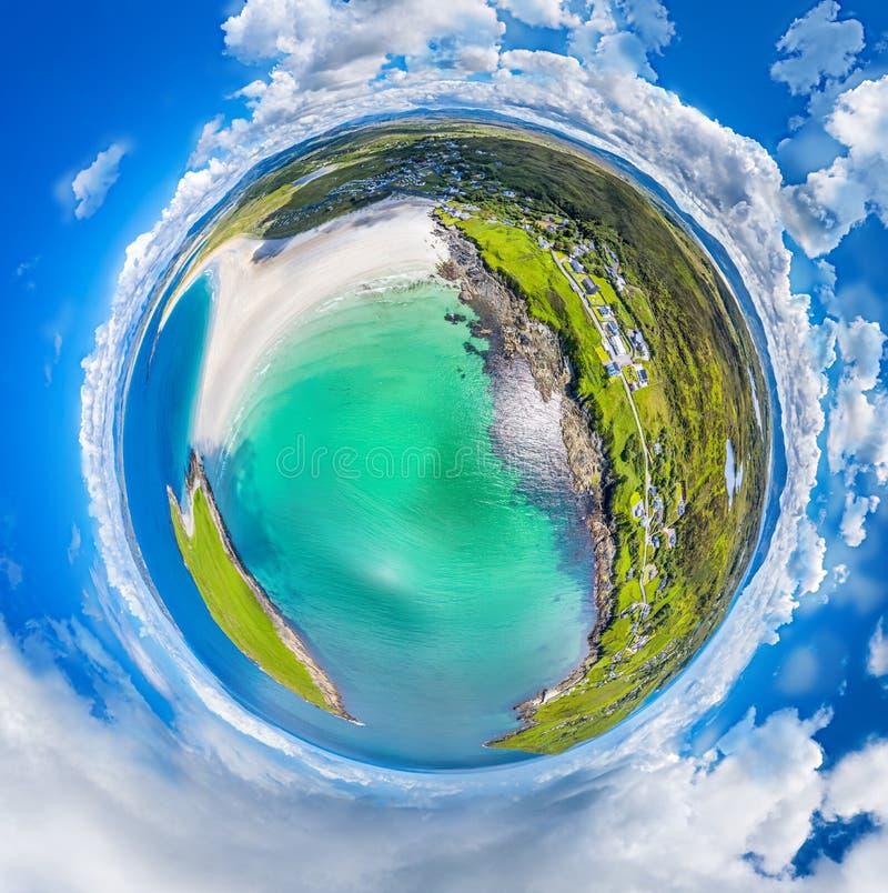 Вид с воздуха награженного пляжа Narin Portnoo и острова Inishkeel в графстве Donegal, Ирландии стоковая фотография