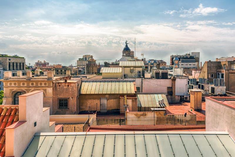 Вид с воздуха над крышами центральной Барселоны, Каталонии, s стоковое фото rf