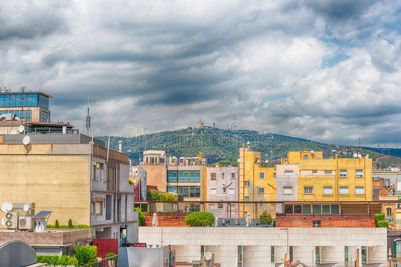 Вид с воздуха над крышами центральной Барселоны, Каталонии, s стоковое изображение rf