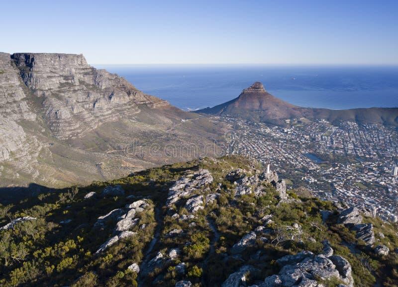 Вид с воздуха над Столовой горой и Кейптауном, Южной Африкой стоковая фотография rf
