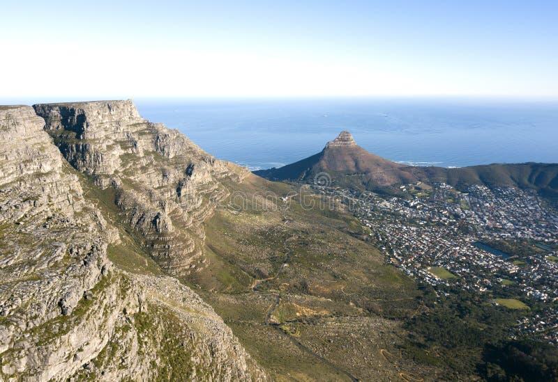 Вид с воздуха над Столовой горой и Кейптауном, Южной Африкой стоковое фото rf
