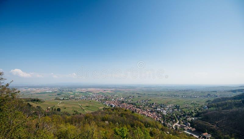 Вид с воздуха над Ribeauville во Франции Эльзасе стоковые фотографии rf