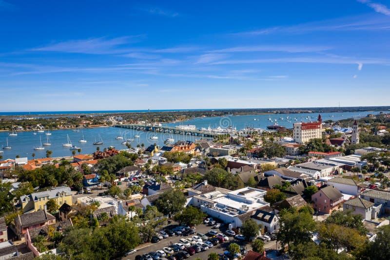 Вид с воздуха на гавань Святого Августина и мост львов стоковое изображение rf