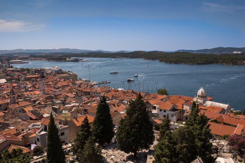 Вид с воздуха на город, Сибеник, Хорватия стоковое фото
