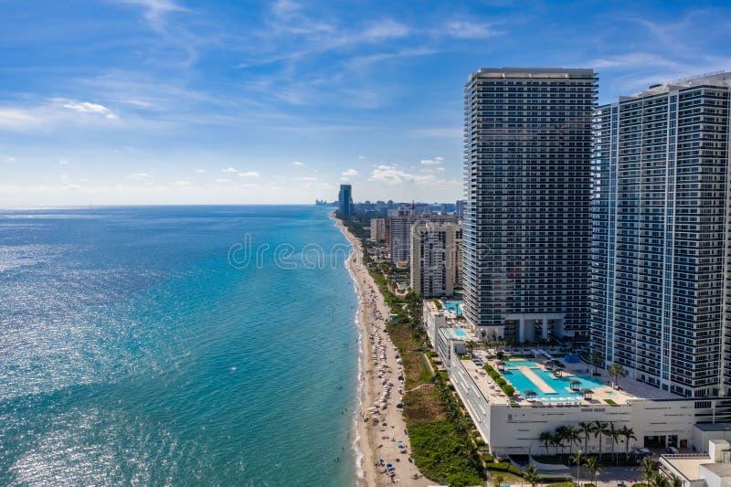 Вид с воздуха на здания и гостиницы на пляже Майами-Бич стоковая фотография